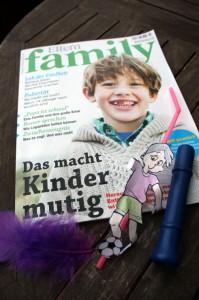 """Das aktuelle Heft von """"Eltern family"""" und einige logopädische Spielzeuge."""