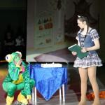 Der Frosch bittet Tiana um einen Kuss.